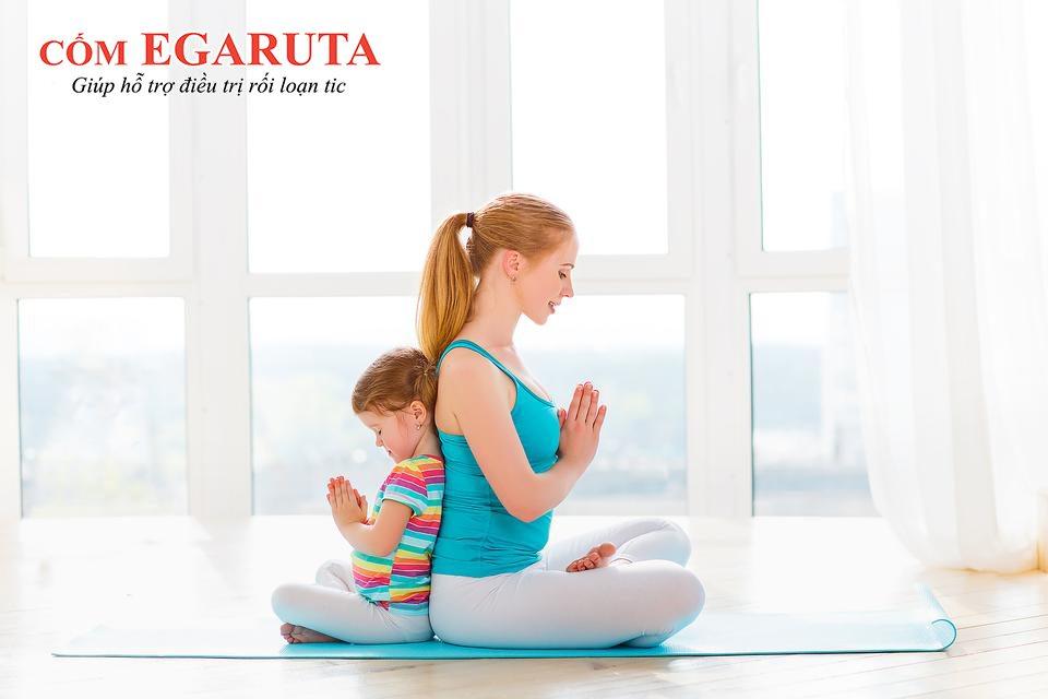 Trẻ rối loạn tic nên thực hiện bài tập hít – thở sâu để giảm căng thẳng, thư giãn các cơ